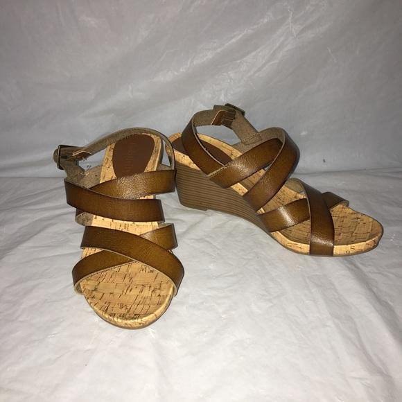 a6af820d10c635 Relativity wedge strappy sandal 9